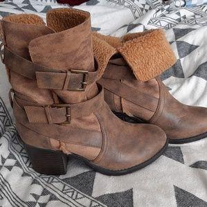 Report sz 9 brown heeled boot